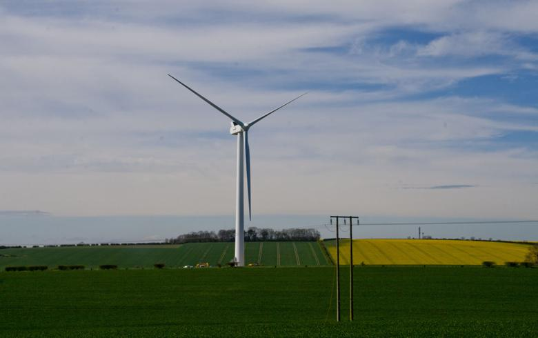 Wind turbine in UK. Author: Mark Thompson. License: Creative Commons. Attribution 2.0 Generic