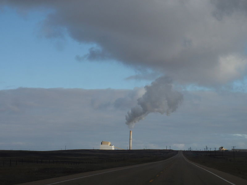 The 760-MW Sheerness coal generating station, located southeast of Hanna, Alberta. Photo by Paul Jerry from Medicine Hat, Canada. Wikimedia Commons.