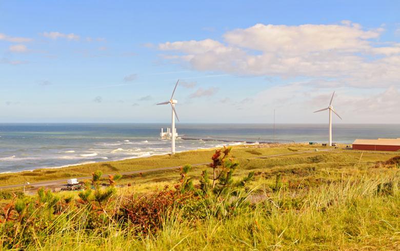 Wind turbines on the coast, Denmark. Author: Tambako The Jaguar. License: Creative Commons, Attribution-NoDerivs 2.0 Generic.