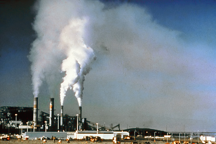 Air pollution at a power plant before EPA-required updates. US National Park Service photo. This photo is in the public domain because it was prepared by a federal employee for the US government.